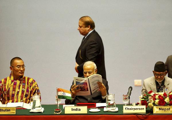 Modi Sharif SAARC Summit
