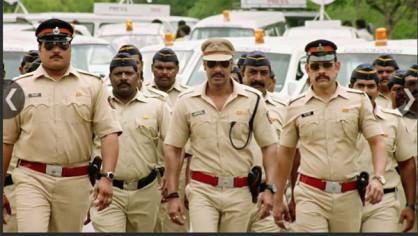 Singham Returns: 2011 की हिट फिल्म 'सिंघम' की सीक्वल 'सिंघम रिटर्न्स' ने 2014 में दमदार एंट्री की। एक ईमानदान पुलिस ऑफिसर की भूमिका में अजय देवगन का किरदार सभी को पसंद आया। अजय देवगन के साथ इसमें करीना कपूर भी मुख्य भूमिका में थीं। रिलीज़ के चार दिनों के भीतर ही इस फिल्म ने 100 करोड़ से ज्यादा की कमाई कर ली थी।