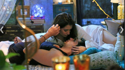 Ek Villain: इस फिल्म में सिद्धार्थ मल्होत्रा और रितेश देशमुख अपने सबसे अलग किरदार में नज़र आए। इस फिल्म ने भी 100 करोड़ का आंकड़ा पार किया। खास बात यह रही कि इस फिल्म के गानों ने जबर्दस्त लोकप्रियता बटोरी। वो चाहे 'तेरी गलियां' हो या फिर 'हमदर्द', 'ज़रूरत'।
