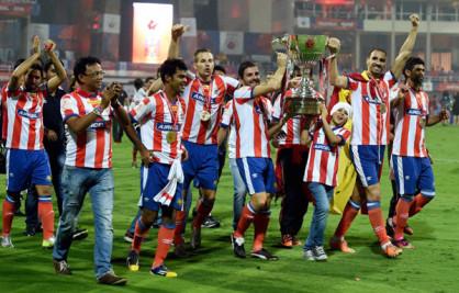 आखिरी मिनटों में मोहम्मद रफीक के गोल की मदद से एटलेटिको डि कोलकाता ने केरला ब्लास्टर्स को 1-0 से हराकर पहला इंडियन सुपर लीग फुटबॉल खिताब जीत लिया। (फ़ोटो-पीटीआई)