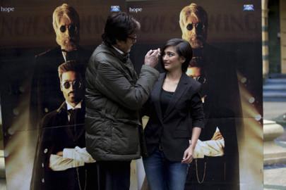 Shamitabh Promotion: हिंदी सिनेमा के महानायक अमिताभ बच्चन ने इस बात को खारिज कर दिया कि उनकी आगामी फिल्म 'शमिताभ' में उनके नाम का इस्तेमाल एक तरह की सनसनी पैदा करने के लिए किया गया। (स्रोत-एपी/पीटीआई)
