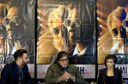 Shamitabh Promotion: फिल्म के प्रचार के लिए लंदन पहुंचे अमिताभ ने कहा, ''बहुत सारे लोग शीर्षक को लेकर बातचीत कर रहे हैं और महसूस करते हैं कि किसी तरह सनसनी पैदा करने के लिए मेरे नाम का इस्तेमाल किया गया। यह पूरी असत्य है।'' (स्रोत-पीटीआई)