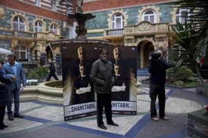 Shamitabh Promotion: उन्होंने कहा, ''फिल्म का शीर्षक फिल्म की पटकथा से निकला है। यह कहानी ऐसे दो व्यक्तियों की है जो अलग अलग विलक्षण खूबियों वाले हैं तथा कुछ ऐसा होता है कि वे साथ आते हैं।'' (स्रोत-एपी/पीटीआई)