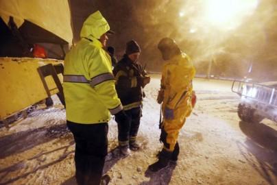 इन राज्यों के कई इलाकों में रात भर दो फुट तक बर्फ गिरी। (फोटो: एपी)
