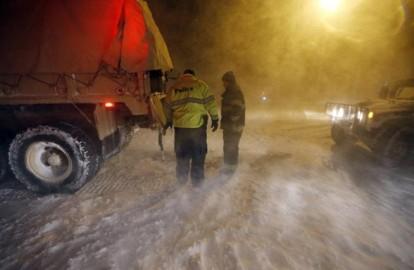 मौसम विभाग की चेतावनी के बाद पहले न्यूयॉर्क समेत पांच राज्यों में स्नो इमरजेंसी घोषित कर दी गई थी। (फोटो: एपी)