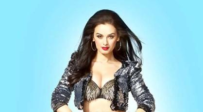 फिल्म अभिनेत्री एवलिन शर्मा का कहना है कि वह खुद को एक अभिनेत्री के तौर पर निखारना चाहती हैं। (फोटो: बॉलीवुड हंगामा)