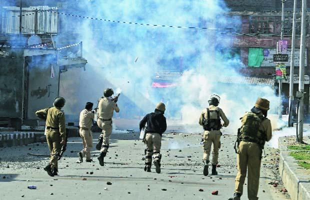 Kashmir Valley, Jammu Kashmir Narbal, Jammu Kashmir violence, Masarat Alam, Hurriyat Conference, Syed Geelani, Jammu Kashmir News