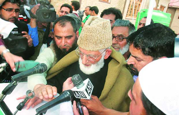 geelani, syed ali shah geelani, masarat alam, geelani house arrest, mufti, cm mufti, syed ali shah geelani house arrest, masarat alam house arrest, masarat alam arrested, pakistan flag, pakistan flag, pak flag, jk, jk govt, kashmir, srinagar, india news, kashmir news