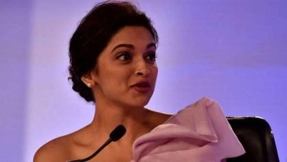 इरफान ने कहा कि दीपिका बॉलिवुड की नंबर वन अभिनेत्री हैं। दीपिका ने कई कमर्शियल हिट फिल्में दी हैं और वह चाहें तो सिर्फ कमर्शियल फिल्में ही कर सकती हैं, और अपनी आने वाले जेनरेशन के भविष्य को सेफ कर सकती हैं लेकिन वो खुद अलग अलग विषयों पर आधारित फिल्में करना चाहती हैं। इसलिए वह इस तरह की फिल्मों का हिस्सा बनने के लिए हमेशा तैयार रहती हैं।