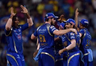 चेन्नई की टीम ने नियमित अंतराल पर विकेट गंवाए और वह कभी लक्ष्य को हासिल करने की स्थिति में नहीं दिखी। टीम की ओर सिर्फ फाफ डु प्लेसिस (45) ही टिककर बल्लेबाजी कर पाए। लक्ष्य का पीछा करने उतरे सुपरकिंग्स की शुरुआत खराब रही और उसने पारी की चौथी गेंद पर ही ड्वेन स्मिथ (00) का विकेट गंवा दिया जिन्हें मालिंगा ने पगबाधा आउट किया। (फोटो: भाषा)