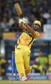 इससे पहले सिमंस ने 51 गेंद में पांच छक्कों और तीन चौकों की मदद से 65 रन की पारी खेलने के अलावा पार्थिव पटेल (35) के साथ पहले विकेट के लिए 10.4 ओवर में 90 रन की साझेदारी भी की। पोलार्ड (17 गेंद में 41 रन, पांच छक्के, एक चौका) ने अंतिम ओवरों में ताबड़तोड़ बल्लेबाजी करते हुए टीम का स्कोर 190 रन के करीब पहुंचाया। सुपरकिंग्स की ओर से ड्वेन ब्रावो सबसे सफल गेंदबाज रहे। उन्होंने 40 रन देकर तीन विकेट चटकाए। (फोटो: भाषा)