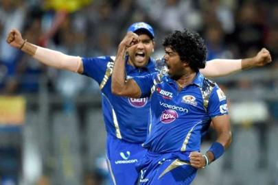 चेन्नई सुपरकिंग्स को अंतिम पांच ओवर में जीत के लिए 67 रन की दरकार थी। विनयकुमार ने इसके बाद पवन नेगी (03) जबकि मैकलेनगन ने रविंद्र जडेजा (19) को पवेलियन भेजकर सुपरकिंग्स की रही सही उम्मीद भी तोड़ दी। रविचंद्रन अश्विन ने 12 गेंद में 23 रन की पारी खेलकर हार के अंतर को कुछ कम किया लेकिन मालिंगा ने उन्हें डीप मिडविकेट पर अंबाती रायुडू के हाथों कैच करा दिया। मालिंगा ने आशीष नेहरा (00) को सिमंस के हाथों कैच कराके चेन्नई की पारी का अंत किया। (फोटो: भाषा)