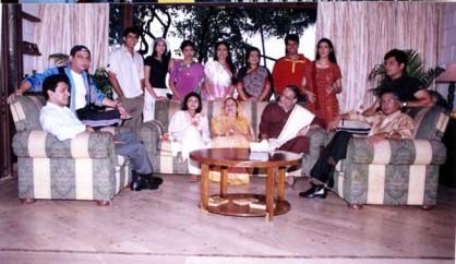 एकता कपूर के 'क्योंकि सास भी कभी बहू थी' में कुलमाता की भूमिका निभाने वाली सुधा ने कई टीवी धारावाहिकों में काम किया है, जिसमें 'मिसिंग', 'रिश्ते', 'सरहदें' और 'बंधन' शामिल हैं। उन्होंने 'शीशे का घर', 'वक्त का दरिया', 'दमन'', 'संतोषी मां,', 'यह घर', 'कसम से' और 'किस देश में है मेरा दिल' जैसे धारावाहिकों में भी काम किया है। (फोटो: एक्सप्रेस आर्काईव)