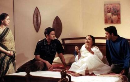 बसु ने बताया कि सुधा का अंतिम संस्कार दोपहर करीब ढाई बजे ओशिवारा के श्मशान घाट पर किया जाएगा। (फोटो: एक्सप्रेस आर्काईव)