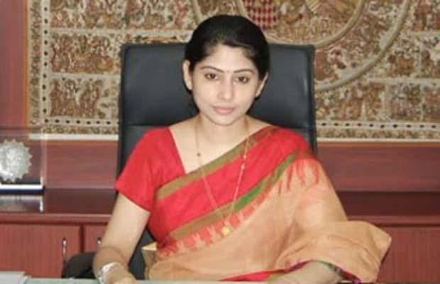 आउटलुक, आइएएस स्मिता सब्बरवाल, कार्टून, पुलिस शिकायत, Outlook, Outlook Weekly Magazine, IAS Smita Sabharwal, Hyderabad News