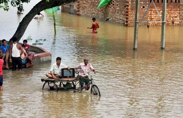 बाढ़, पश्चिम बंगाल में बाढ़, राजनाथ सिंह, गुजरात में बाढ़, राजस्थान में बाढ़, Flood, Flood News, Rajnath Singh, Flood In West Bengal, Flood In Gujrat, Flood Rajasthan, Flood Odisha, India News