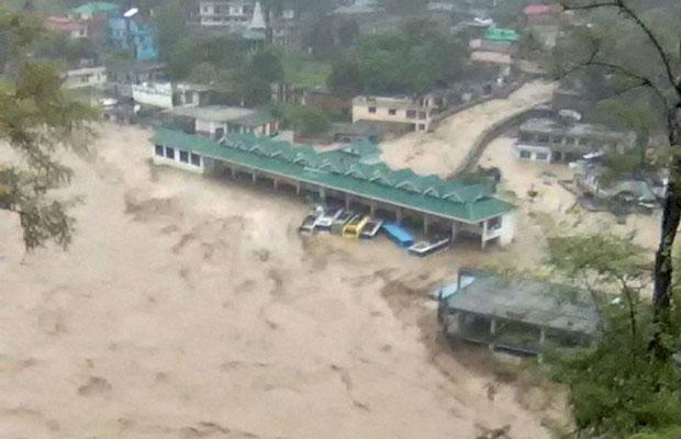 मंडी, बादल फटा, मंडी में बाढ़, धरमपुर बस स्टैंड, हिमाचल प्रदेश, Mandi, cloud burst, Flood Dharampur, Flood In Mandi, Dharampur market, Dharampur bus station, Himachal Pradesh