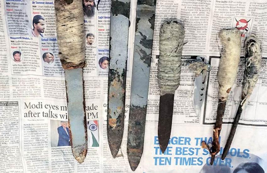 Tihar Jail, Tihar Jail search operation, iPhone, mobile phone, knives, search operation, Police, तिहाड़ जेल, रिहाड़ जेल सर्च ऑपरेशन, पुलिस