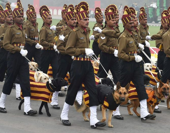 Republic Day parade, CRPF, Indian Army, Indian Army dog squad, French contingent, BSF, ITBP, Rapid Action Force, Francoise Hollande, French Army, France, Paris, Rajpath, Labradors, Republic Day parade 2016
