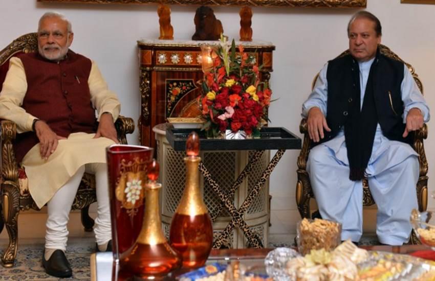 Lahore High Court, Modi's Pakistan visit, Narendra Modi, Nawaz Sharif, NewsTracker, Pakistan, पाकिस्तान में मोदी, मोदी लाहौर यात्रा, मोदी नवाज शरीफ मुलाकात, मोदी लाहौर अदालत याचिका, latest news in hindi,