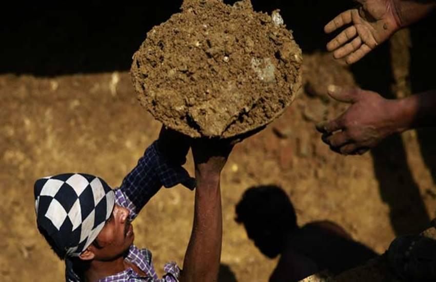 MGNREGA, Mahatma Gandhi National Rural Employment Guarantee Act,MGNREGA 10 years, 10 years of MGNREGA, MGNREGA loopholes, मनरेगा, महात्मा गांधी राष्ट्रीय रोजगार कानून
