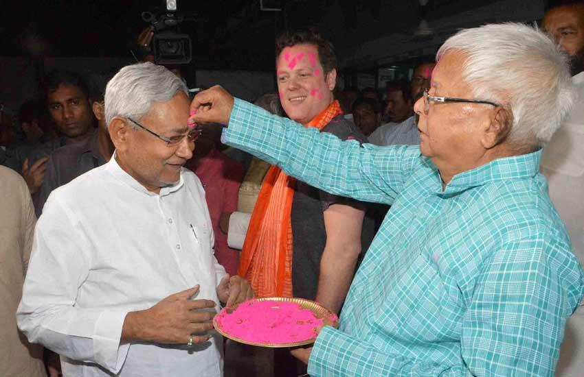 Nitish Kumar Holi, Lalu Prasad Holi, Nitish Lalu Holi, Lalu Nitish Holi, Nitish Lalu Holi Patna, Nitish Kumar Holi Celebration, Lalu Prasad Holi Celebration, Holi Celebration, Holi in Patna