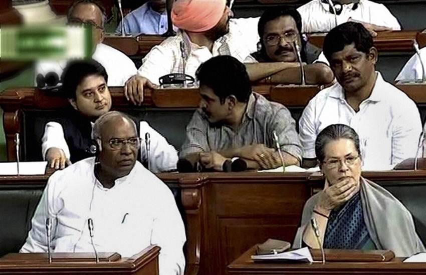 Sonia Gandhi, Sonia Gandhi shawl, Sonia Gandhi purse, Mallikarjun Kharge, Lok sabha