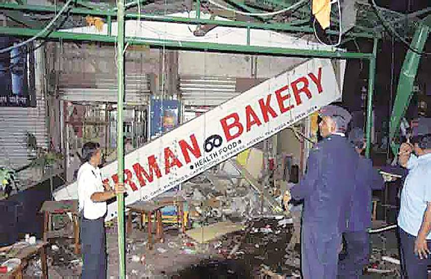 German Bakery blasts, Pune german bakery, bombay high court, baig, Himayat Baig, death sentence, life imprisonment, 2010 pune blast, maharashtra ATS, जर्मन बेकरी, हिमायत बेग, बॉम्बे हाईकोर्ट, हिमायत बेग को फांसी नहीं, पुणे जर्मन बेकरी ब्लास्ट