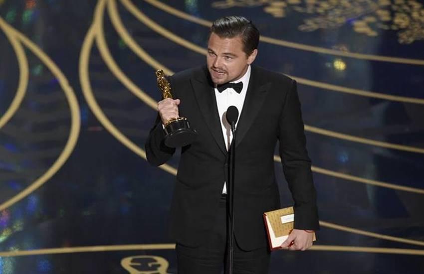 Leonardo DiCaprio, best actor, oscar trophy, oscars, oscars 2016, winners of oscars 2016, oscars, oscars 2016, 88 academy awards, leonardo dicaprio, matt damon, oscars 2016 awards, winners of oscars 2016, winners oscars 2016, academy awards, leonardo dicaprio, the revenant, spotlight,