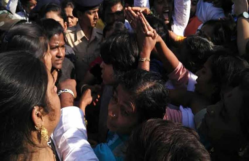 Trimbakeshwar temple, trupti desai, bhumata brigade, trupti desai bhumata brigade, tribakeshwar women, women tribakeshwar, india news, trimbakeshwar temple, trupti desai, bhumata brigade,