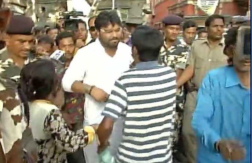 babul supriyo, west bengal election, west bengal assembly elections, BJP, trinamool congress, TMC, babul supriyo heckled, west bengal voting, बाबुल सुप्रियो, बंगाल चुनाव