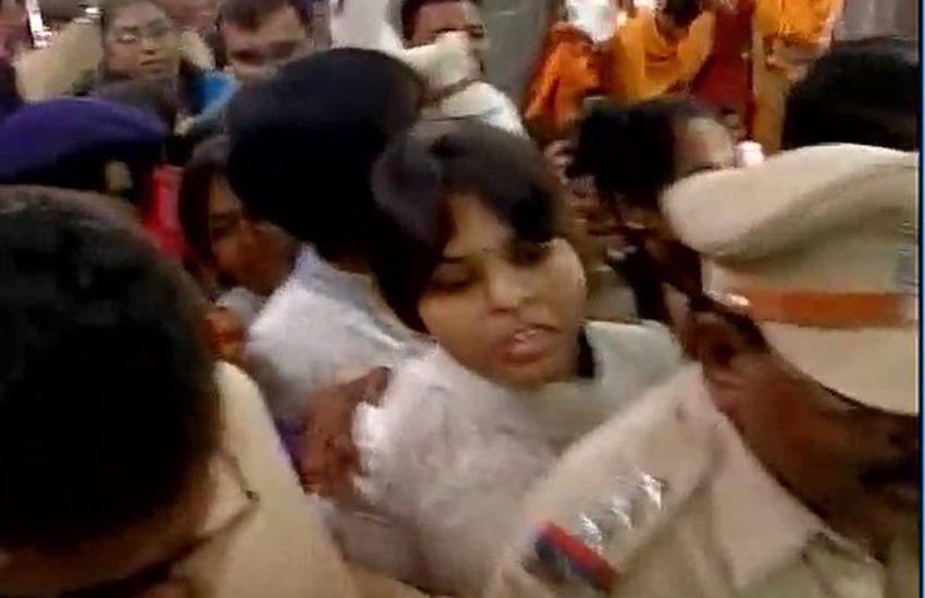 Kapaleshwar Mandir, Kapaleshwar temple, trupti desai, bhumata brigade, trupti desai bhumata brigade, Kapaleshwar women, women Kapaleshwar, india news, Kapaleshwar temple, trupti desai, bhumata brigade, trupti desai bhumata brigade, Kapaleshwar women, women Kapaleshwar, india news, भूमाता ब्रिगेड, नासिक, कपालेश्वर मंदिर , 12 ज्योतिर्लिंगों, तृप्ती देसाई, कपालेश्वर मंदिर, मंदिर में महिलाओं का प्रवेश, नासिक की खबरें, हिंदू धर्म की खबरें, महाराष्ट्र की खबरें