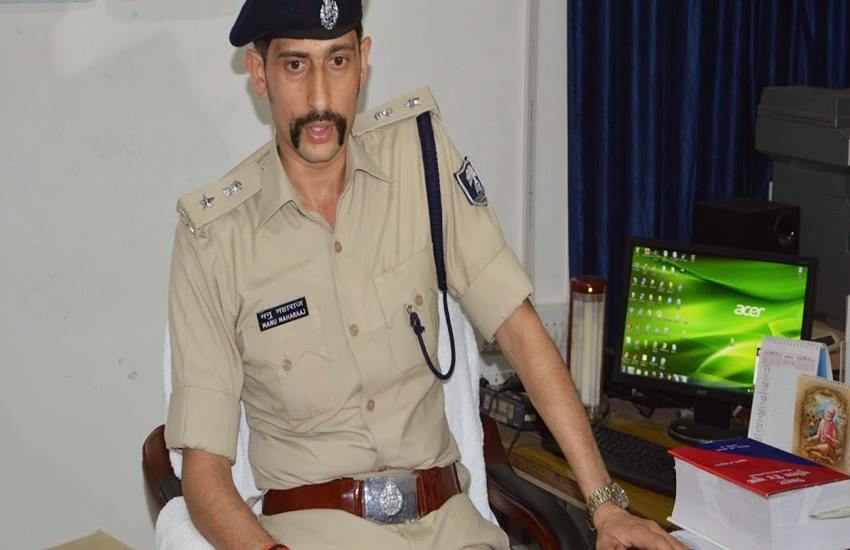 Manu Maharaj,Police Jeep,Bihar police,SSP,GPS,Alertness,Burglary,Robbery,Jeep theft,Jeep chori,Vehicle lifting,Law and order