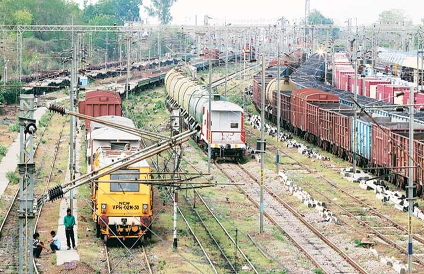 rought, india drought, water trains, water crisis, uttar pradesh drought, uttar pradesh water trains, up govt reject water trains, jhansi water train