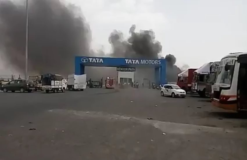tata motors, tata motors ahmedabad plant, tata motors plant fire, Tata nano plant massive fire, tata motors nano plant, sanand, Tata Motos sanand, Tata Motors Plant sanand, tata motors Latest News, ahmedabad News, Jansatta