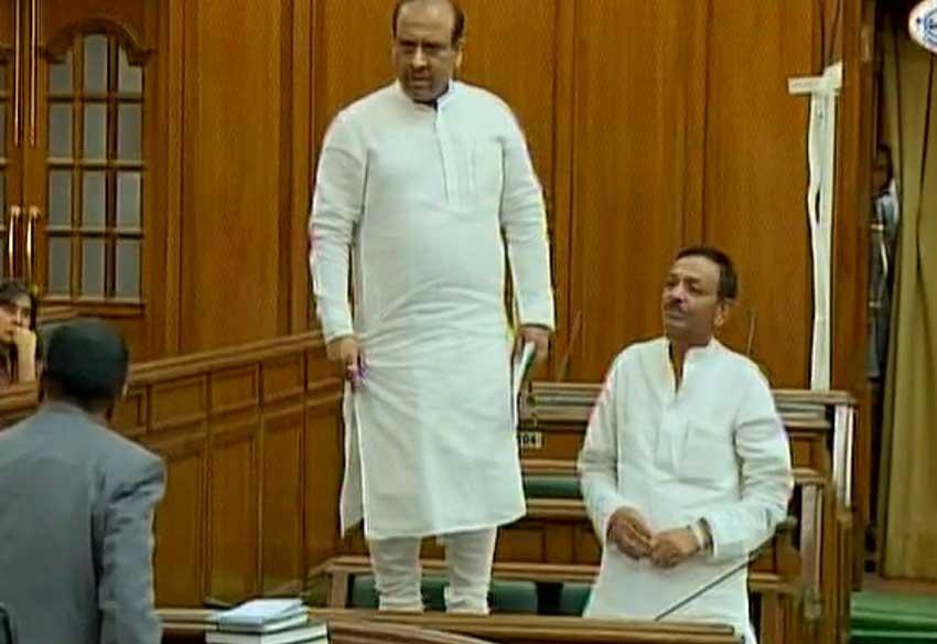 vijendra gupta, vijendra gupta delhi assembly, delhi assembly, bjp delhi assembly, arvind kejriwal, BJP mla video, bjp mla delhi assembly, delhi news, india news