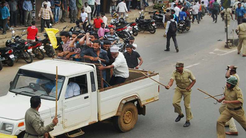 bengaluru, police, protest, mahasangha, karnataka, india