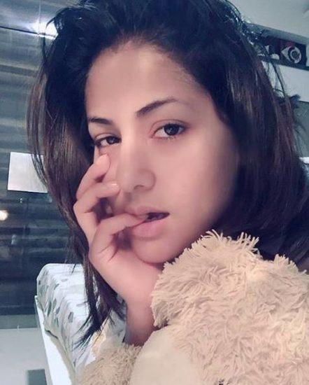 हिना दिल्ली में गार्गी कॉलेज में पढ़ती थीं। वह अमिताभ बच्चन, काजोल और स्मृति ईरानी की बड़ी फैन हैं।
