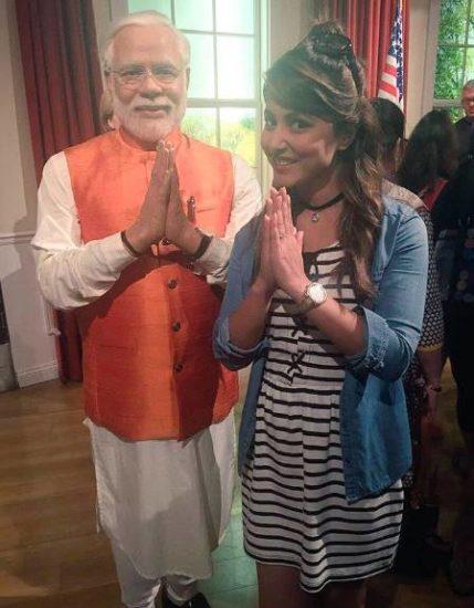 पीएम मोदी के वैक्स स्टैचू के साथ हिना खान।