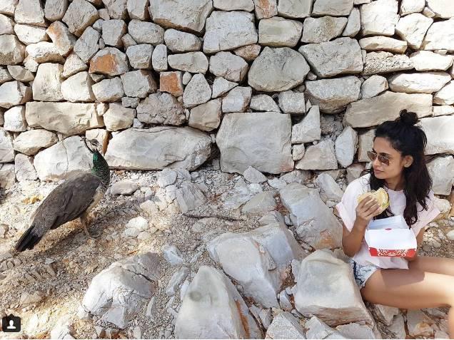 सारा ने अपने एक्टिंग करियर की शुरुआत तमिल फिल्मों से की थी।