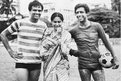 काम के सिलसिले में उनकी मुलाकात श्याम बेनेगल से हुई थी। श्याम स्मिता को देखते ही पहचान गए थे कि उनमें कुछ बात है। श्याम ने उन्हें 'चरण दास चोर' में एक छोटी सी भूमिका निभाने का मौका दिया।