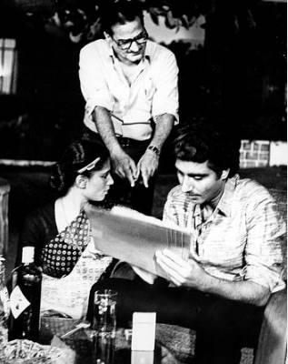 फिल्म आज की आवाज में राज बब्बर की मुलाकात स्मिता पाटिल से हुई थी। इस फिल्म से दोनों की दोस्ती गहरी होती गई। राज शादीशुदा थे स्मिता की मां ने भी दोनों के रिश्ते को नकार दिया था।