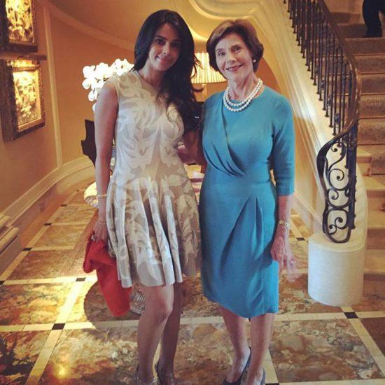 द मिथ की एक्ट्रेस अमेरिका की फॉर्मर फर्स्ट लेडी लॉरा बुश के साथ। (Image Source: Instagram)