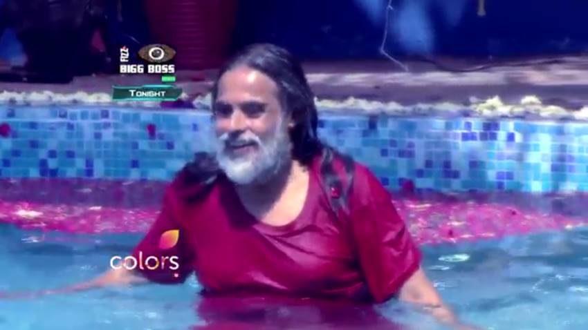 bigg boss 10, monalisa, monalisa pool pics, baba om swami pics, om swami pool pics, baba om swami swiming pool, bigg boss season 10, monalisa bathing in bigg boss, monalisa pool photos, om swami pool photos, bigg boss cast, bigg boss season 9, bigg boss winners, bigg boss 1, big boss movie, bigg boss 2016, big boss bruce lee, bigg boss 11 contestants