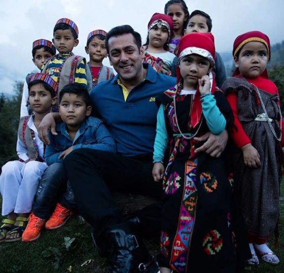 Salman Khan, Salman Khan children's day, salman khan celebrating children's day, salman khan kids photosshoot, salman khan with ahil, salman khan with yohan, pics, photos, bollywood news, entertainment news