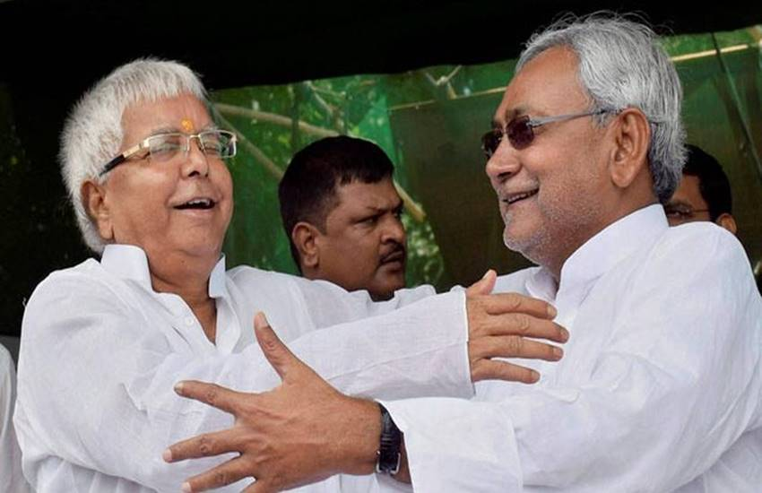 Lalu yadav, Rjd chief Lalu yadav, Nitish kumar, Bihar CM Nitish kumar, Nitish talked to Lalu yadav, CBI raid, CBI raid on Lalu yadav, Rashtriya janata dal, RJD, RJD meet, JDU MEET, Mahagathbandhan, Sharad yadav, Tejashwi Yadav, Tejashwi Yadav resignation, Patna news, Bihar news, Hindi news