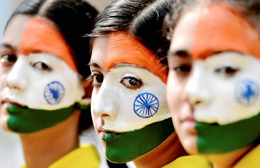 क्या भारतीय टैक्स चोर हैं? 121 करोड़ से अधिक आबादी में सालाना 5 लाख से अधिक कमायी बताने वाले केवल 76लाख