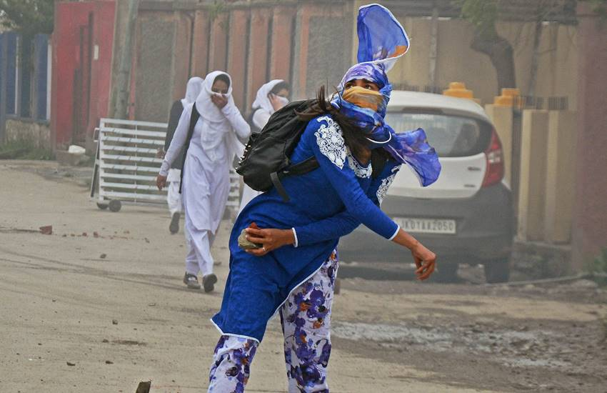 Kashmir Violence, Stone pelters, Stone Pelting, Kashmir Stone Pelting, women police battalion Kashmir, J&K Police