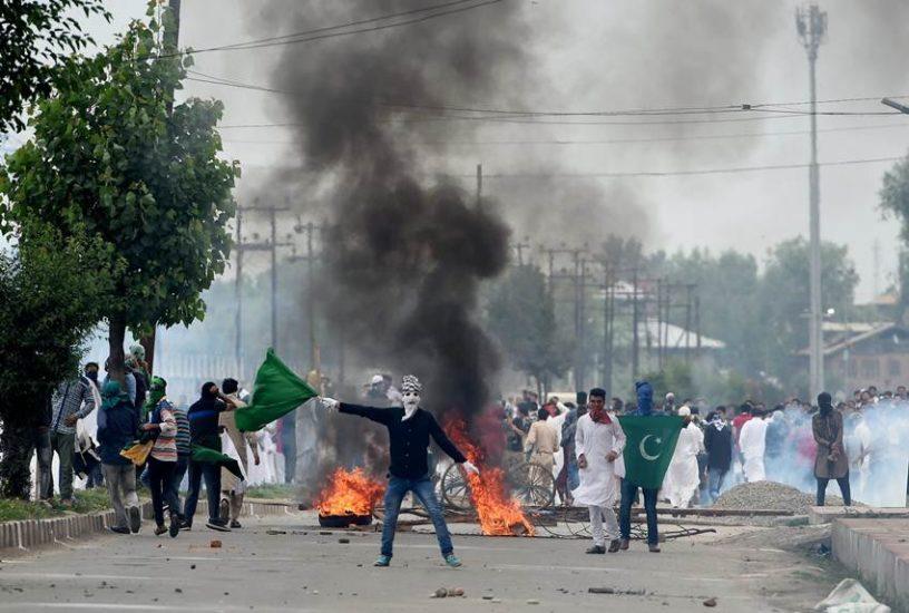 """Eid, Eid 2017, Srinagar, Kashmir, Jammu Kashmir, Mehbooba Mufti, Stone Pelter, Kashmir Violence, Jansatta, Kashmir News"""""""