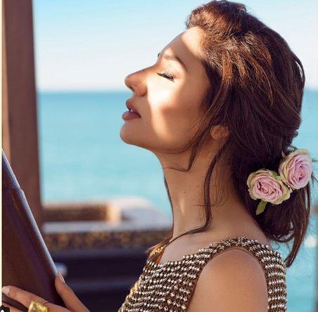 Mahira Khan, Mahira Khan Photoshoot, Mahira Khan Divani Couture, Mahira Khan Pics, Mahira Khan Beach Shoot, Raees
